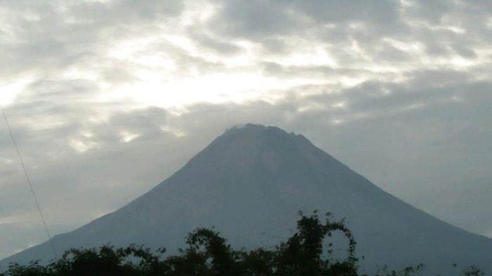 Gunung Merapi Luncurkan Guguran Lava Pijar 10 Kali ke Barat dan 11 Kali ke Tenggara