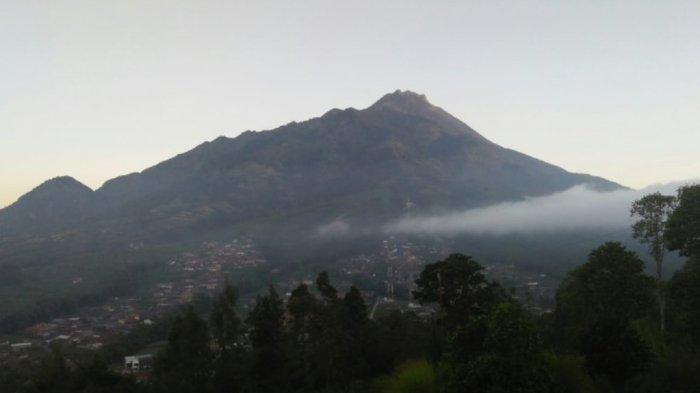 Guguran Lava Pijar Gunung Merapi Menarik untuk di Saksikan dari Jarak Tiga Kilometer