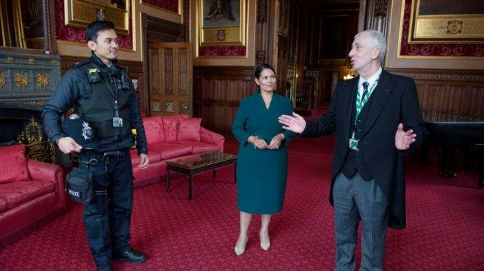 Viral Petugas Keamanan Asal Indonesia Dapat Penghargaan di Inggris, Selamatkan Pria Jatuh