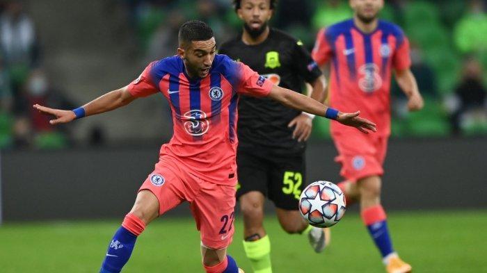 Gelandang Chelsea asal Maroko Hakim Ziyech beraksi saat pertandingan sepak bola Liga Champions UEFA antara Krasnodar dan Chelsea di stadion Krasnodar di Krasnodar pada 28 Oktober 2020.