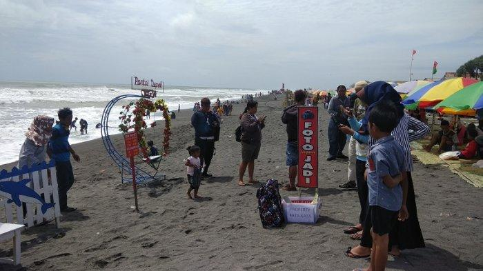 Hari Pertama Tahun 2019 Pantai Depok Ramai Pengunjung Tribun Jogja