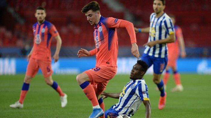 Mason Mount coba dihadang bek FC Porto asal Nigeria Zaidu Sanusi
