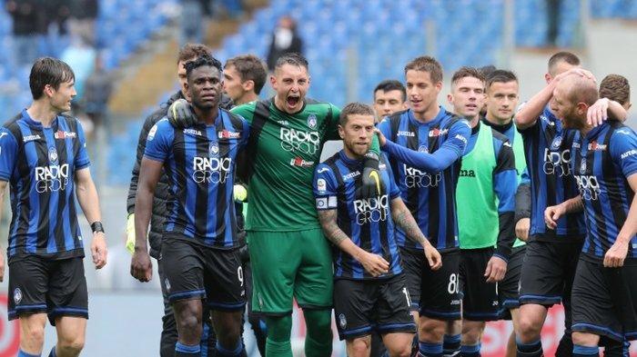 Para pemain Atalanta merayakan kemenangan 3-1 atas Lazio pada pekan ke-35 Liga Italia, Minggu (5/5/2019) di Olimpico Roma.
