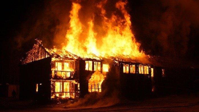 AWAS HATI-HATI! Mimpi Rumah Kebakaran Jadi Pertanda Buruk, Ada Fitnah Melayang