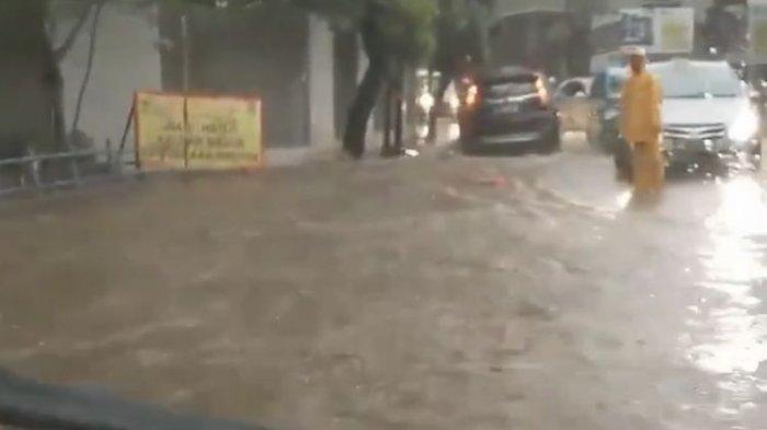Ilustrasi Banjir : Arus lalu lintas di Jalan Raya Kebagusan, Jagakarsa, Jakarta