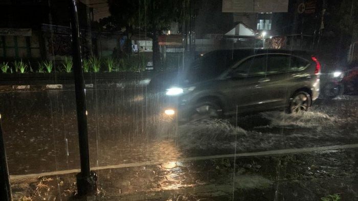 Hujan Deras Landa Sleman, Waspadai Genangan Air dan Lubang di Jalan Gejayan