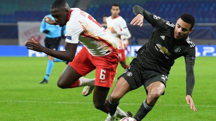 Ibrahima Konate melanggar Mason Greenwood di Liga Champions RB Leipzig v Manchester United