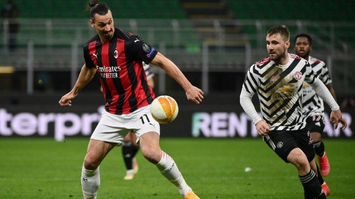 Zlatan Ibrahimovic dan Luke Shaw di leg kedua babak 16 besar Liga Europa AC Milan vs Manchester United di stadion San Siro di Milan pada 18 Maret 2021. Marco BERTORELLO / AFP