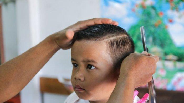 Ilustrasi anak potong rambut