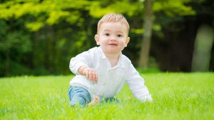 jamieconroy.co.uk, Ilustrasi bayi yang bermain di luar ruangan
