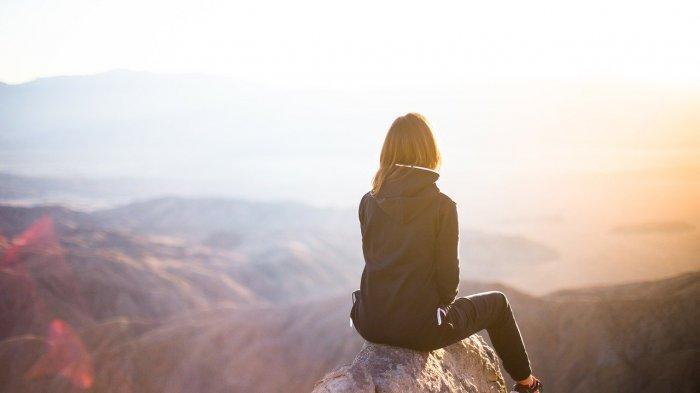 8 Tanda Seorang Introvert : Tidak Sama dengan Pemalu
