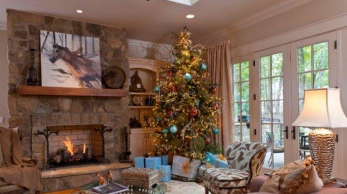 Ilustrasi Pohon Natal di rumah