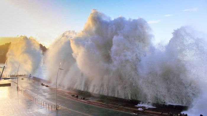 Arti Mimpi Selamat dari Terjangan Gelombang Tsunami : Sebuah Pertanda Baik