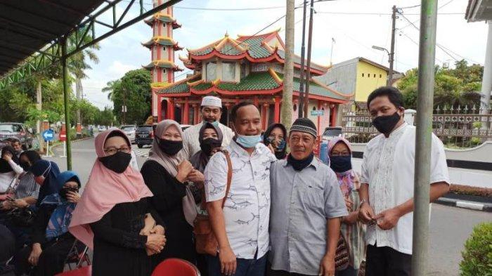 Calon wali kota Magelang nomor urut 1 dr. H. Muchammad Nur Aziz, Sp.PD., KGH saat melakukan kampanye pencalonannya di Pilkada Kota Magelang 2020