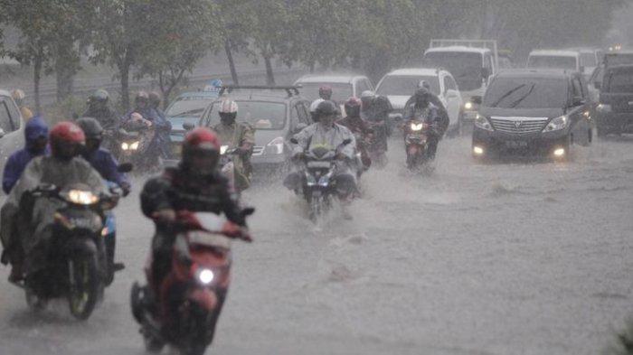 ILUSTRASI - Hujan Deras
