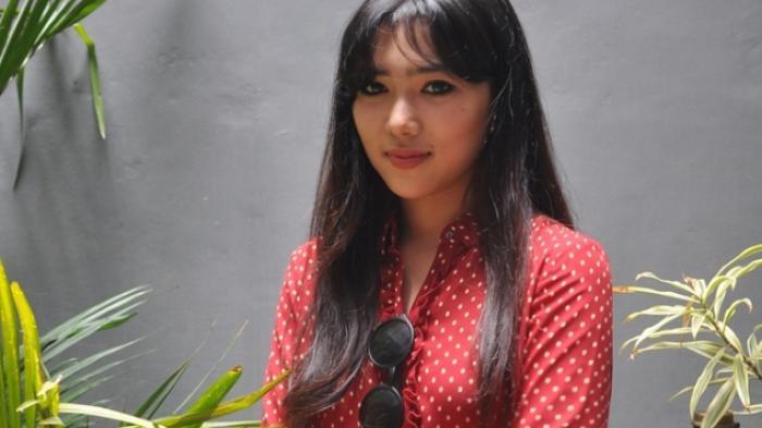 Isyana Sarasvati Senang Dapat Kesempatan Sepanggung Bareng Iwan Fals