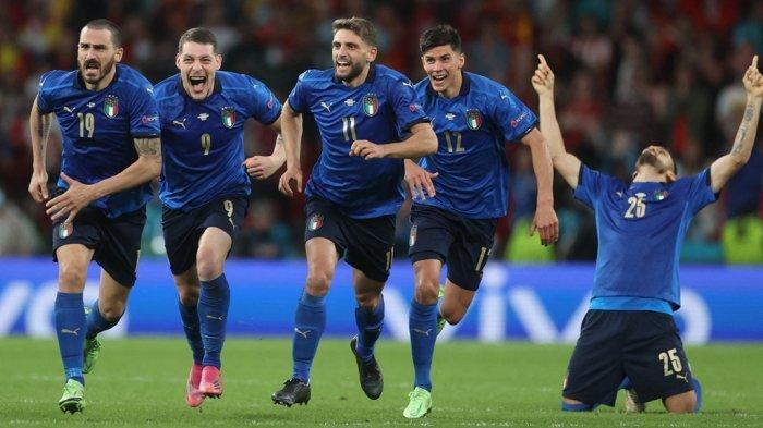 Ekspresi kegembiraan penggawa Italia usai memenangi adu penalti lawan Spanyol di babak semifinal Euro 2020 di Stadion Wembley, London, Inggris, Rabu (7/7/2021) pukul 02.00 dini hari WIB.