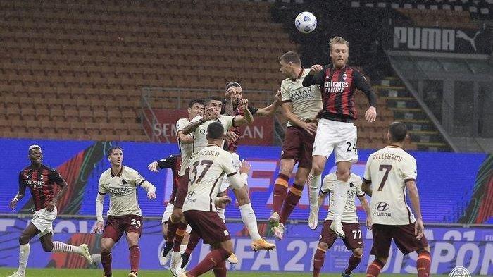 AS Roma vs AC Milan - Pemain-pemain AC Milan saat menyundul bola ke gawang AS Roma dalam lanjutan pekan ke-5 Liga Italia di San Siro, Senin (26/10/2020) atau Selasa dini hari WIB.