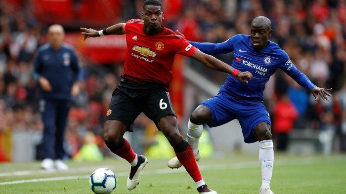 Paul Pogba melindungi bola dari rekan setimnya di timnas Prancis N'Golo Kante