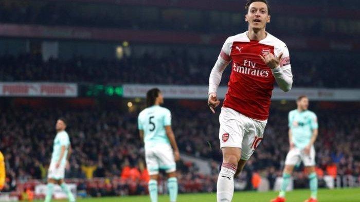 Phillips Sarankan Arsenal Jual Oezil