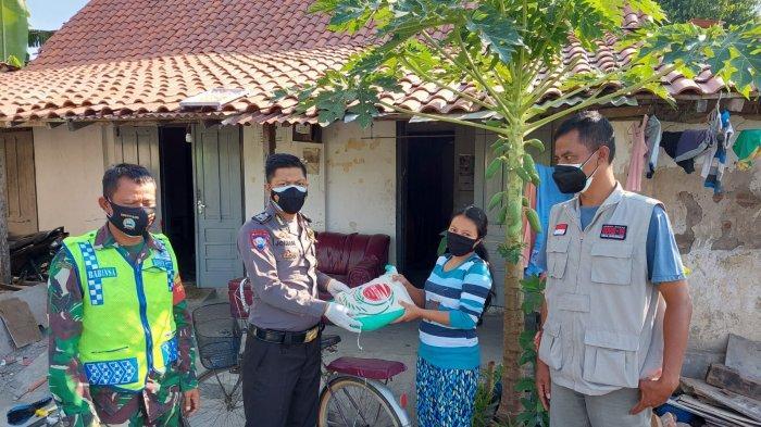 Sebanyak 800 Paket Sembako Disalurkan Polres Klaten ke Warga Terdampak COVID-19