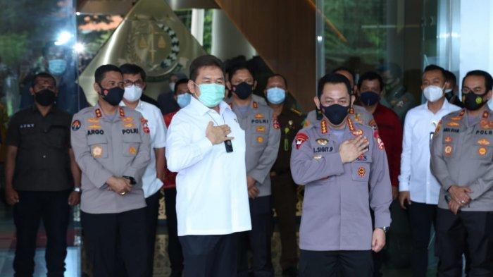 Jaksa Agung RI, ST Burhanuddin mengaku bahagia mendapatkan kunjungan dari Kapolri Jenderal Listyo Sigit Prabowo di Kantor Kejaksaan Agung