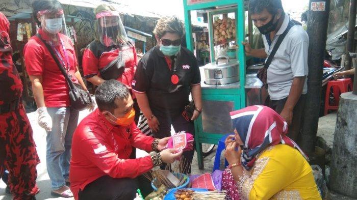 Jelang Nataru, DPC PDIP Yogya Bagikan 25.350 Masker dan Ajak Masyarakat Disiplin Tegakkan Prokes