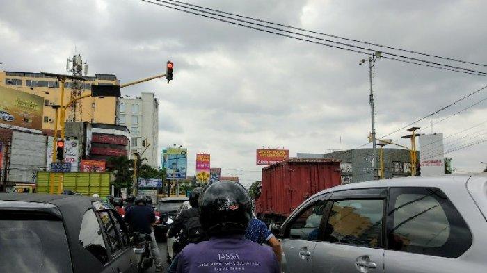 Jelang Sore, Lalu Lintas Simpang Condongcatur Terpantau Ramai