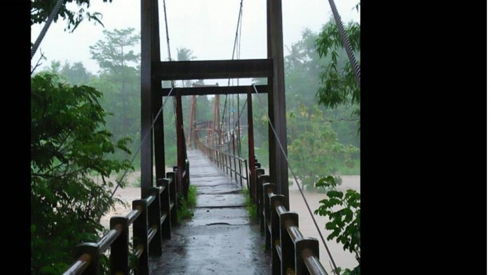 Ngeri! Video Detik-detik Jembatan Gantung Nambangan Bantul Luluh Lantah Runtuh Diterjang Banjir