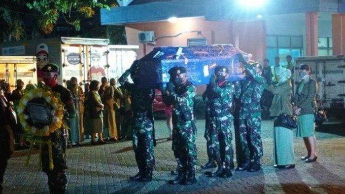 Jenazah Prajurit TNI yang Gugur di Papua Tiba di Makassar, Langsung Disambut Rekan Sejawat