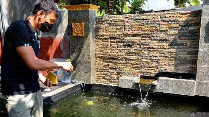 Jenuh Akibat PPKM, Pemain PSS Sleman Ini Pelihara Ikan Koi di Rumah