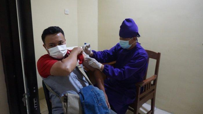 JNE dan Polsek Umbulharjo Percepat Target Vaksin Jogja dengan Vaksin Bareng