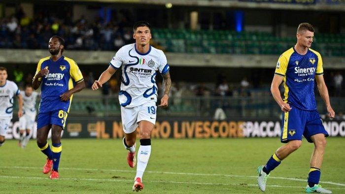 Joaquin Correa merayakan gol di Liga Italia Serie A antara Hellas Verona vs Inter Milan di stadion Marcantonio Bentegodi di Verona pada 27 Agustus 2021.
