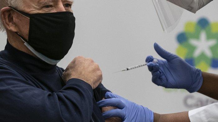Presiden AS terpilih Joe Biden dan calon ibu negara Dr Jill Biden menerima dosis pertama vaksin Senin (21/12/2020)