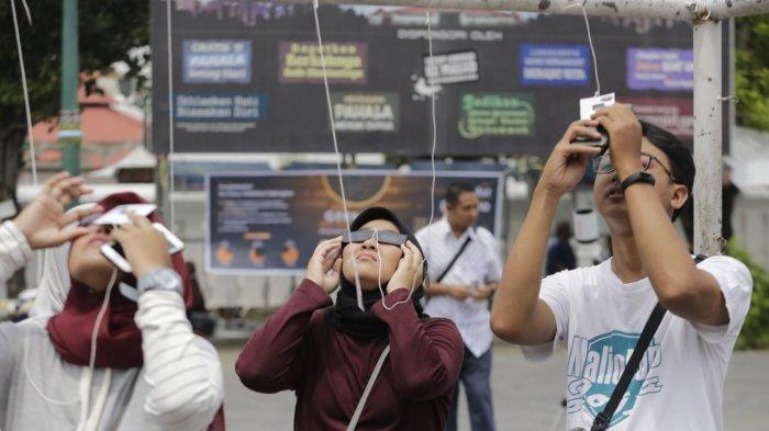 Jogja Astro Club Gelar Pengamatan Gerhana Matahari Cincin di Halaman Masjid Gedhe Kauman