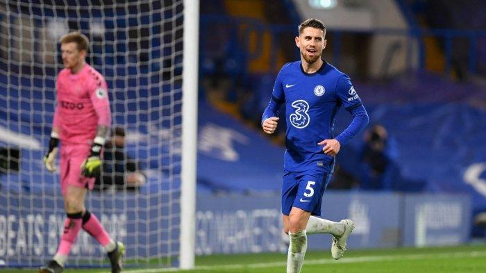Jorginho selebrasi setelah mencetak gol di Liga Inggris Chelsea vs Everton di Stamford Bridge di London pada 8 Maret 2021.