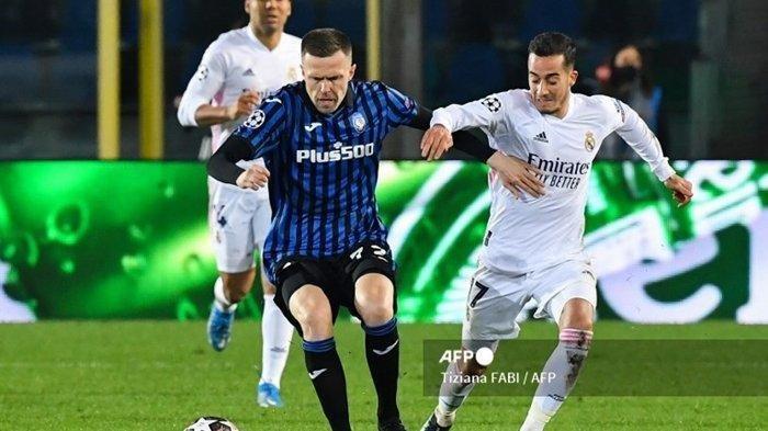 Josip Ilicic vs Lucas Vazquez di leg pertama babak 16 besar Liga Champions, Atalanta vs Real Madrid, 24 Februari 2021 di stadion Atleti Azzurri d'Italia, Bergamo.