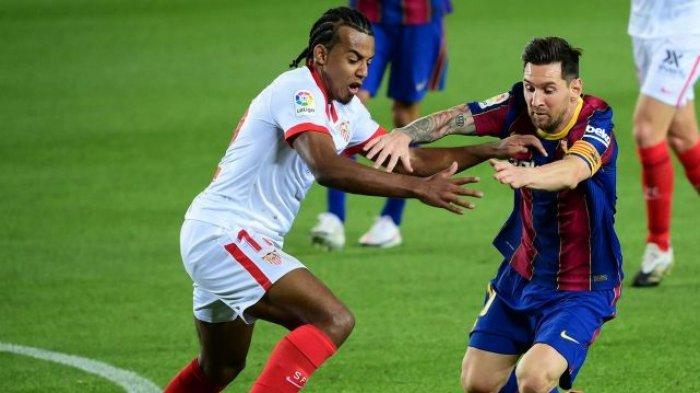 Jules Kounde dan Lionel Messi saat Sevilla vs Barcolona