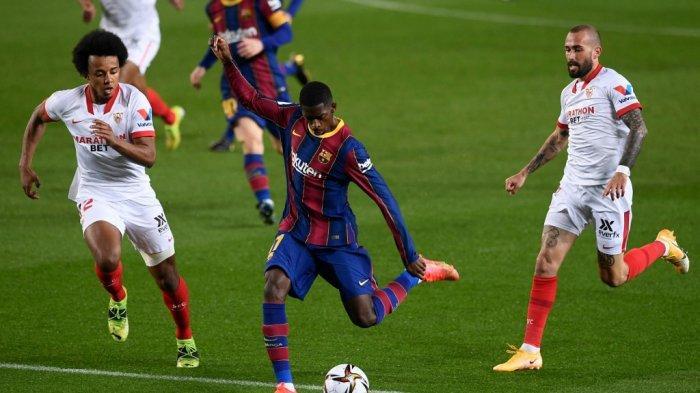 Jules Kounde dan Ousmane Dembele di semifinal Copa del Rey (Piala Raja) Spanyol FC Barcelona vs Sevilla FC di stadion Camp Nou di Barcelona pada 3 Maret 2021.