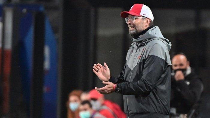 Manajer Liverpool Jerman Jurgen Klopp memberi isyarat selama pertandingan sepak bola Liga Champions UEFA Atalanta Bergamo vs Liverpool, pada 3 November 2020 di stadion Atalanta di Bergamo.