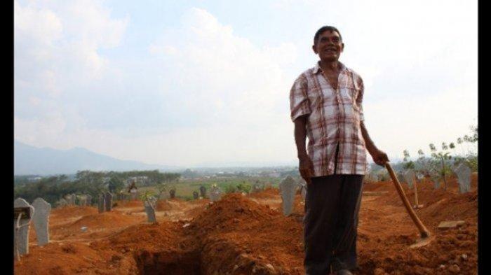 Kisah Kakek 74 Tahun yang Telah Makamkan Ratusan Jenazah Covid-19, Tapi Belum Dapat Jatah Divaksin