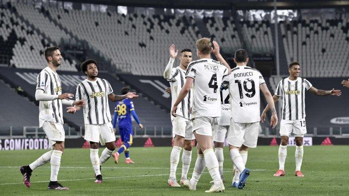 Selebrasi pemain Juventus, Matthijs de Ligt setelah mencetak gol ketiga timnya pada laga kontra Parma, Kamis (22/4) dini hari WIB.