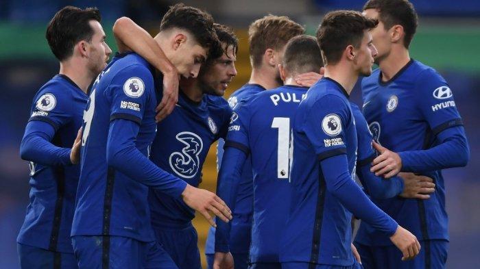 Gelandang Chelsea asal Jerman Kai Havertz (ke-2 dari kiri) diberi selamat setelah mencetak gol pada pertandingan sepak bola Liga Utama Inggris antara Chelsea dan Southampton di Stamford Bridge di London pada 17 Oktober 2020.