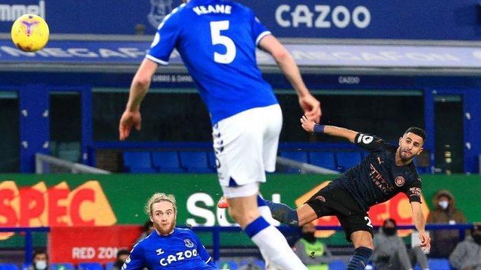 Riyad Mahrez mencetak gol ke gawang Everton  Kamis (18/2/2021)