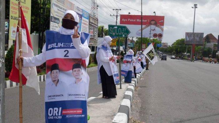 Kampanyekan Paslon ORI di Pilkada Klaten, Emak-emak Gelar Flashmob dari Prambanan Hingga Delanggu