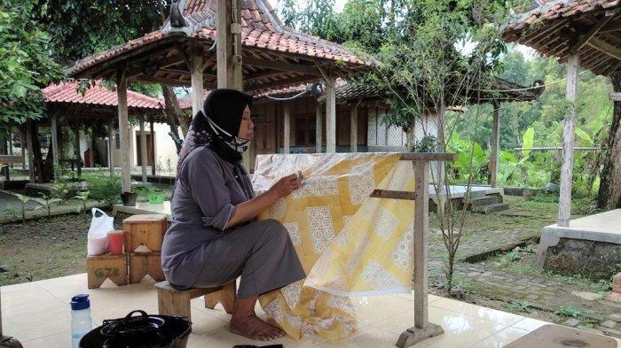 Berwisata Sembari Belajar Batik Khas Yogyakarta di Kampung Batik Giriloyo Bantul