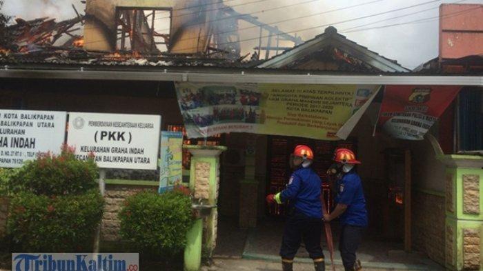 Mencekam! Kantor Kelurahan Graha Indah Terbakar, Lurah dan Staf Dibacok