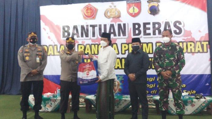 Kapolda Jateng Serangkan Bantuan Beras 7,5 Ton untuk Warga di Magelang