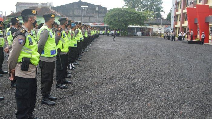 Dua Personel Kepolisian Amankan 10 TPS Secara Mobile Saat Pilkada Kota Magelang