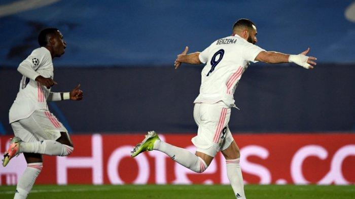 Karim Benzema merayakan gol